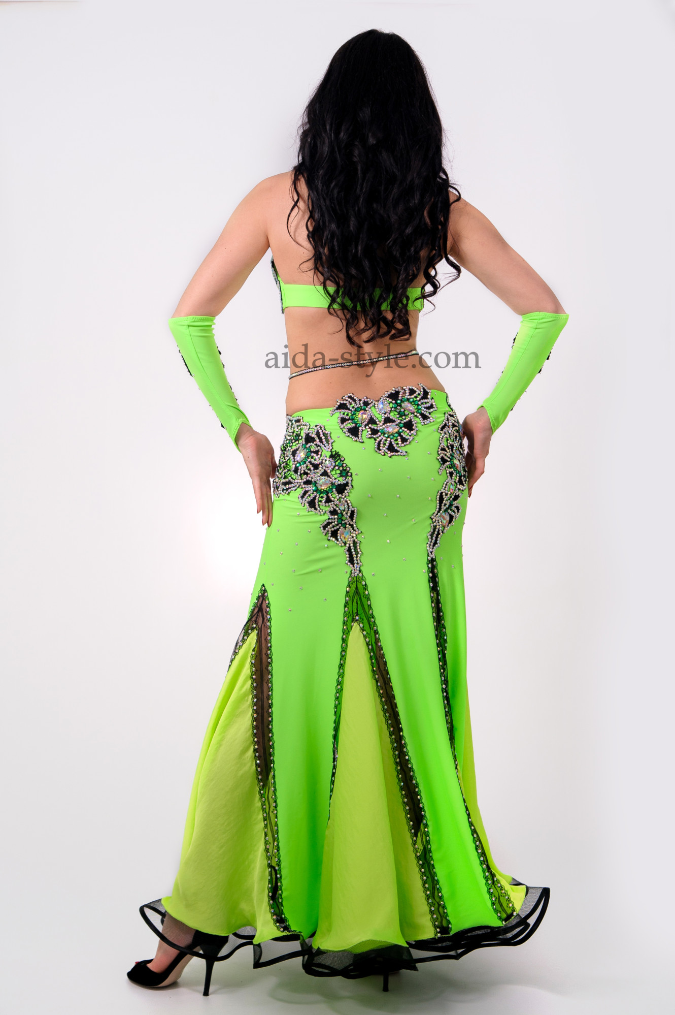 Green professional belly dance dress. Bra has rich decoration which matches patterns on hips. Comes with elbow length glowes