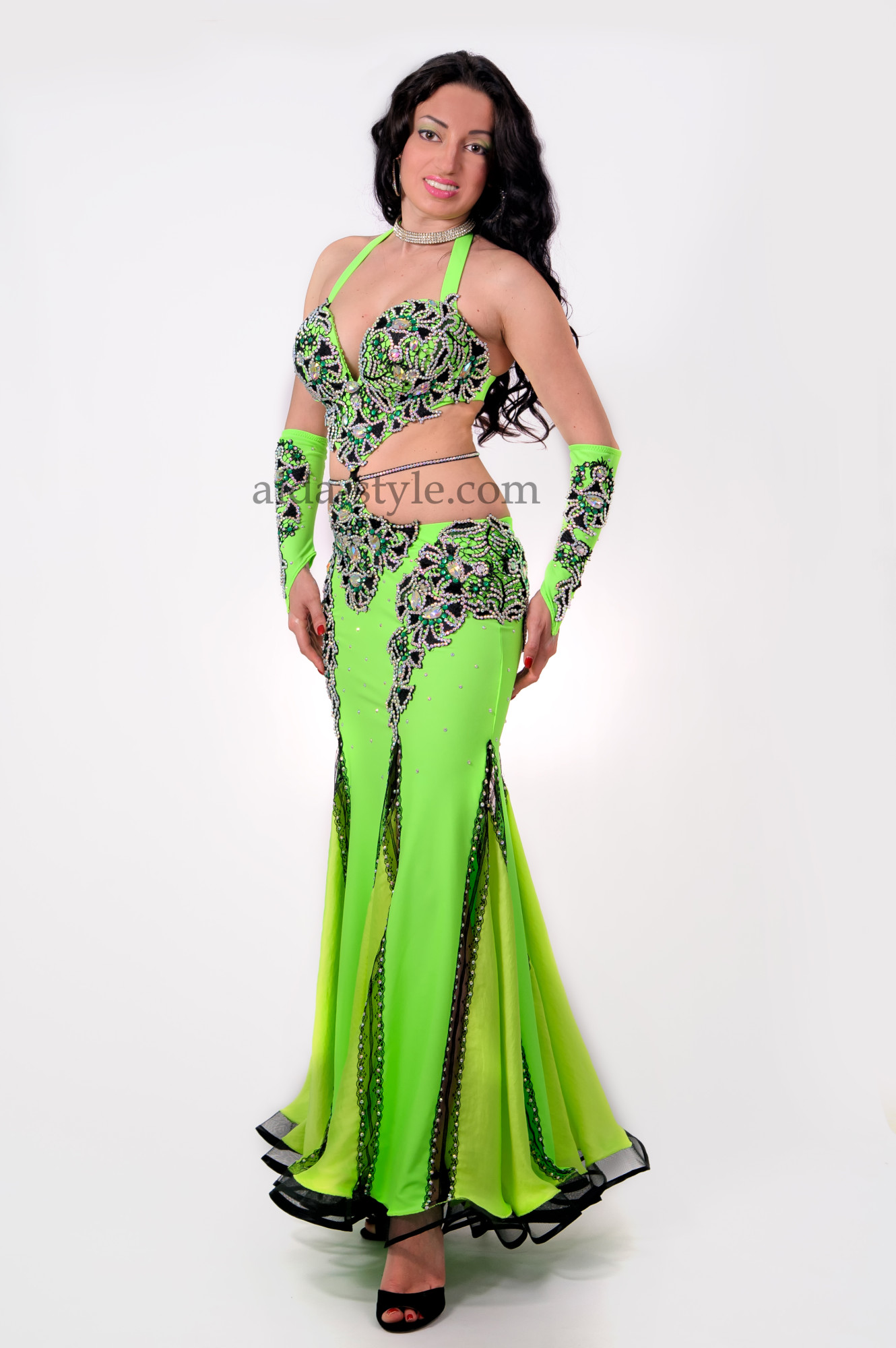 Green professional belly dance dress. Comes with a elbow length richly decorated glowes