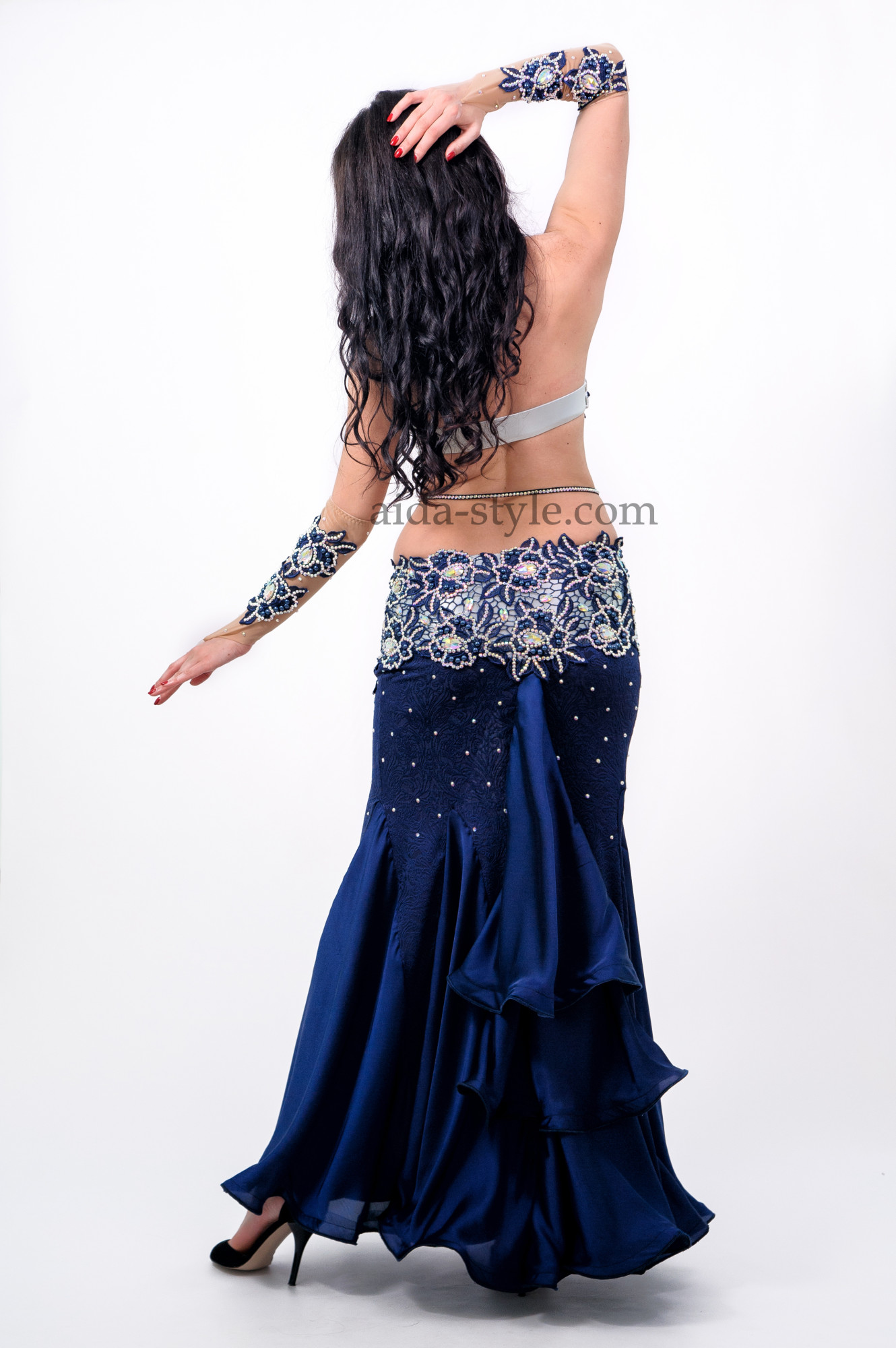Professional belly dance dress in dark blue color. Comes with accessories for both hands. Bra and belt zone are richly decorated with flower patterns and stones