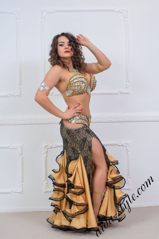 bra and belt set for oriental dance by Aida Style with tight skirt