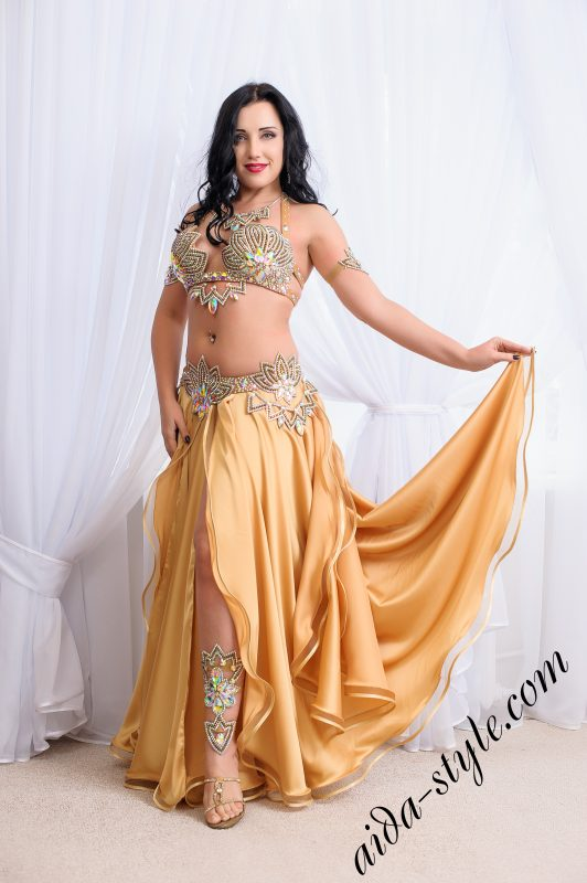 Sexy Bra and belt set by Aida Style. Goes with golden skirt