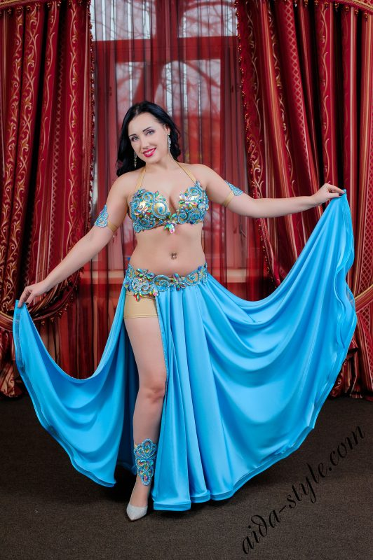 bellydance bra and belt in blue color, by Aida. Gos with blue flare skirt