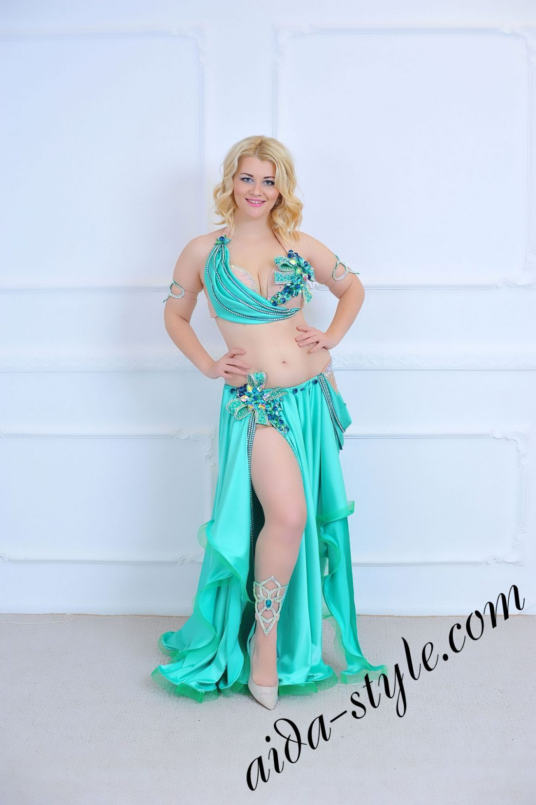 turquoise belly dance outfit (2) with circular skirt