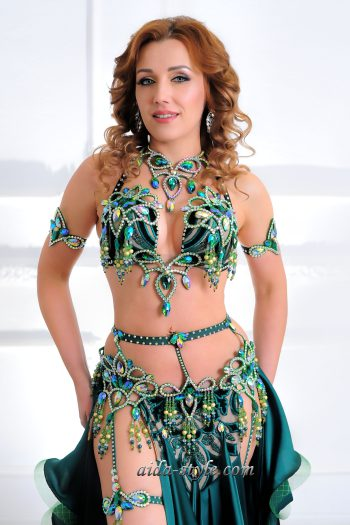costume for belly dancers